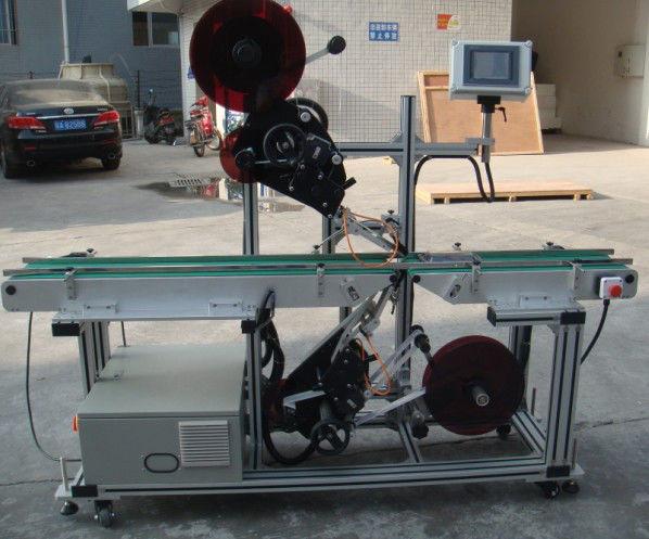 Hocheffiziente Top-Etikettiermaschine mit Spaltbandförderer